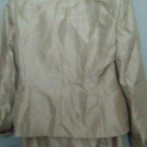 Le Suit Tops - Le suit 2pcs long sleeve skirt suit
